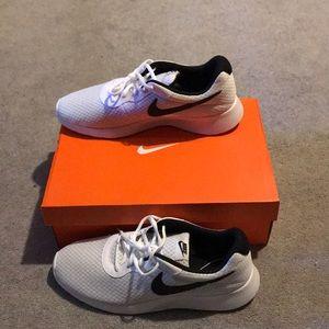 men's nike running shoes size 10.5 (US)